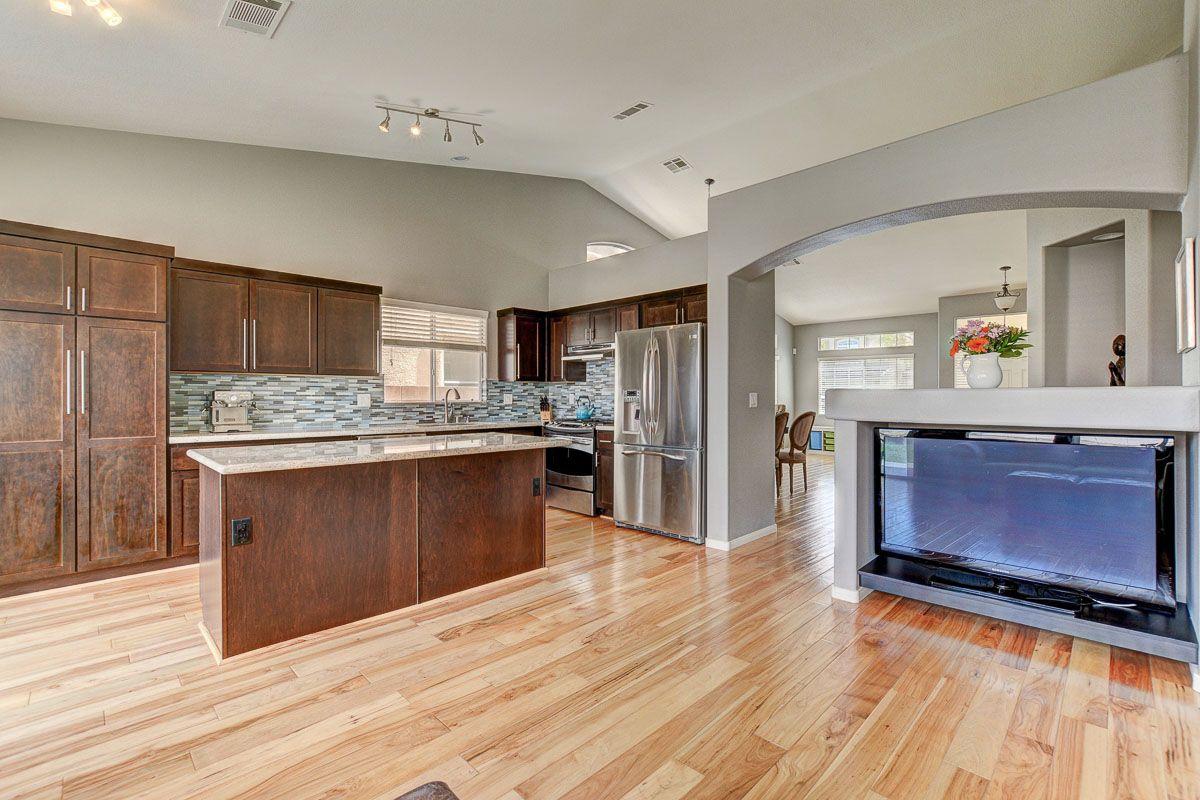 - Southern Highlands Stunner - 5874 FARMHOUSE CT, Las Vegas NV